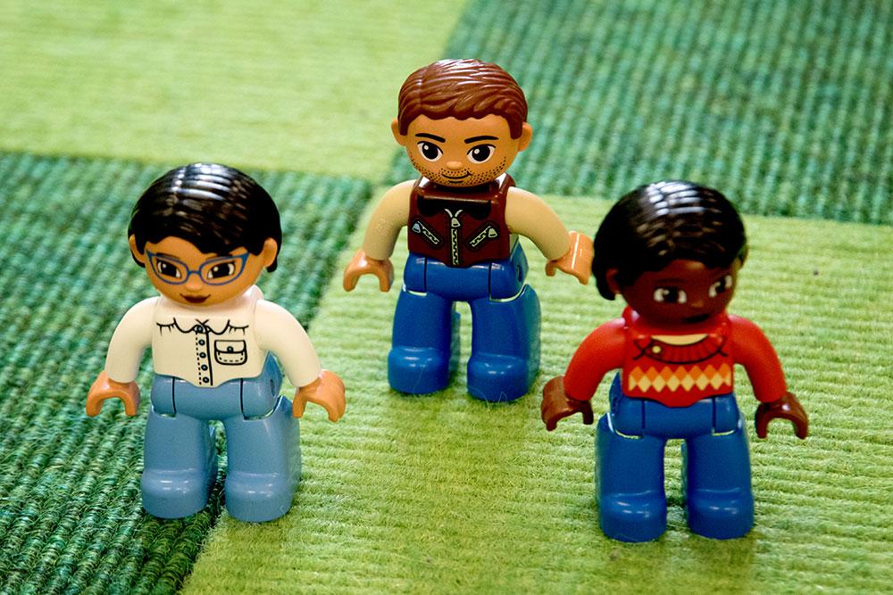 Ca. 40 neue Lego-Figuren wohnen jetzt in der Kita Weidengasse.